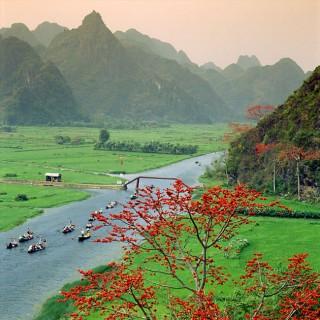 Tour-du-lich-Ha-Noi-Chua-Huong-1-ngay-gia-re